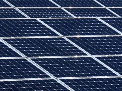 Fraude : 17 investisseurs, dont Warren Buffet, victimes d'une fraude à 1 milliard de $ dans l'énergie solaire SEC Sanction judiciaire